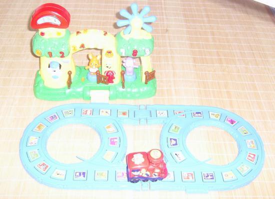 及弹简单的乐谱,翔喜欢的不得了!   豪妈的礼物-多功能玩具